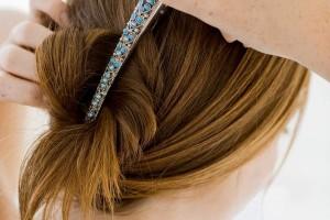 """No usar accesorios metálicos en el cabello (pasadores, """"ganchos"""", extensiones de pelo con pasadores metálicos)"""
