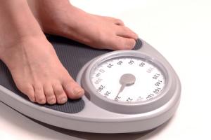 Si usted está en sobrepeso, trate de estar lo más cerca posible de su peso ideal.