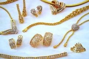 No llevar joyas el día de la cirugía (aretes, piercings, anillos, cadenas, etc.).